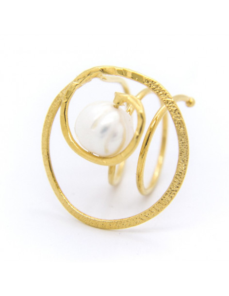 Handmade ring from gold plated bronze with freshwater Pearl SPRE